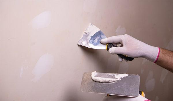 آموزش بتونه کاری روی دیوار گچی